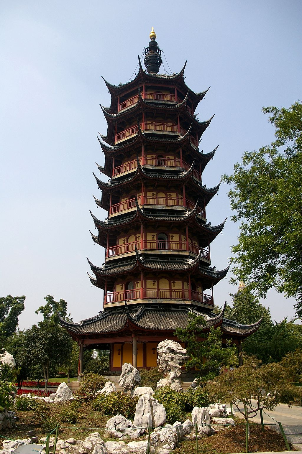 Wenbi Pagoda in Changzou, 10th century, wood, Changzou, China, Photo by Jakub Hałun Creative Commons Attribution License via Wikimedia Commons.
