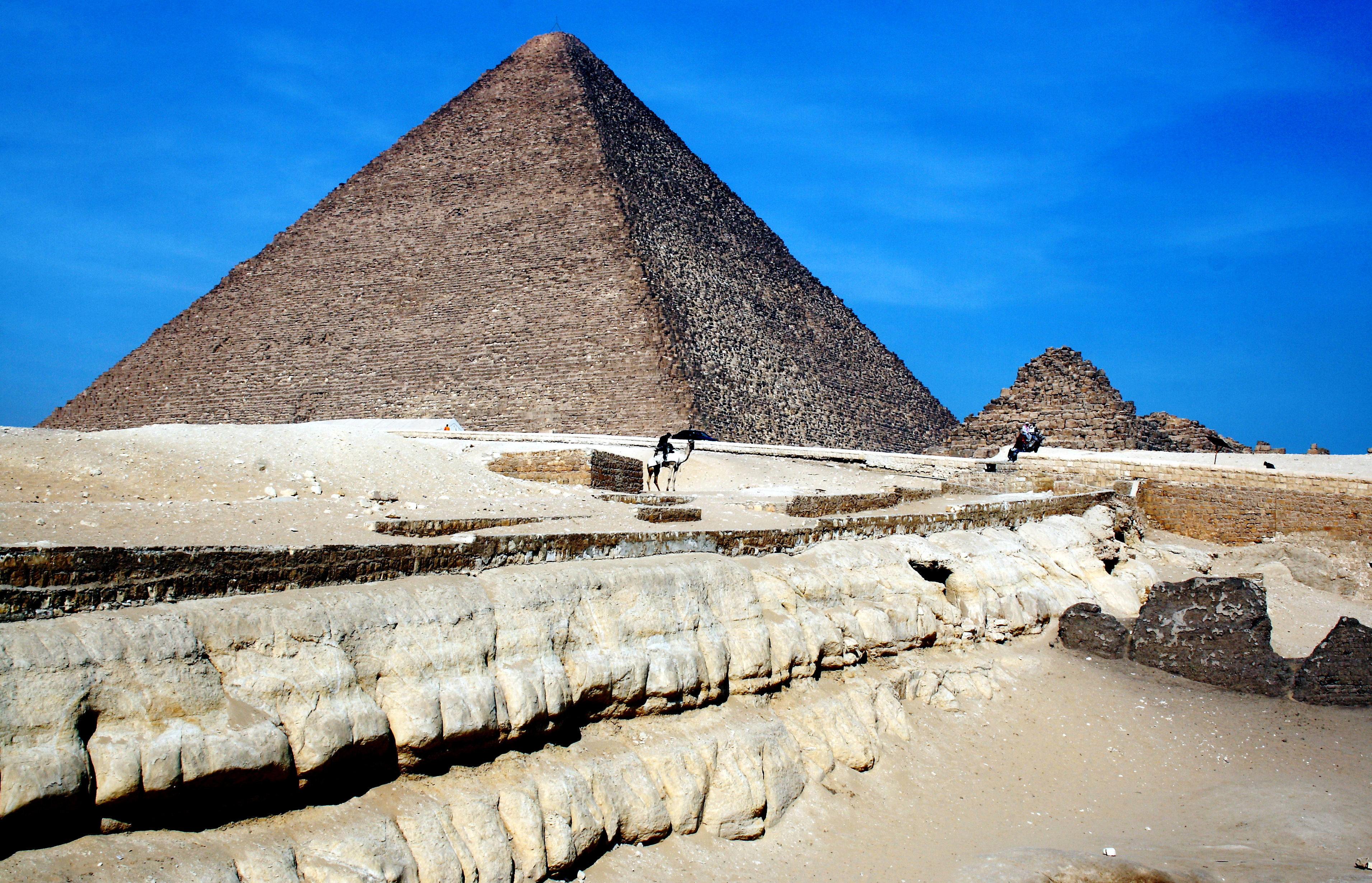 Pyramid of Cheops, El Giza, Egypt, 2560 BCE, limestone, 455' high (originally 481' high), photo by Hedwig Storch via Wikimedia Commons,  Creative Commons Attribution-Share Alike 3.0 Unported license.