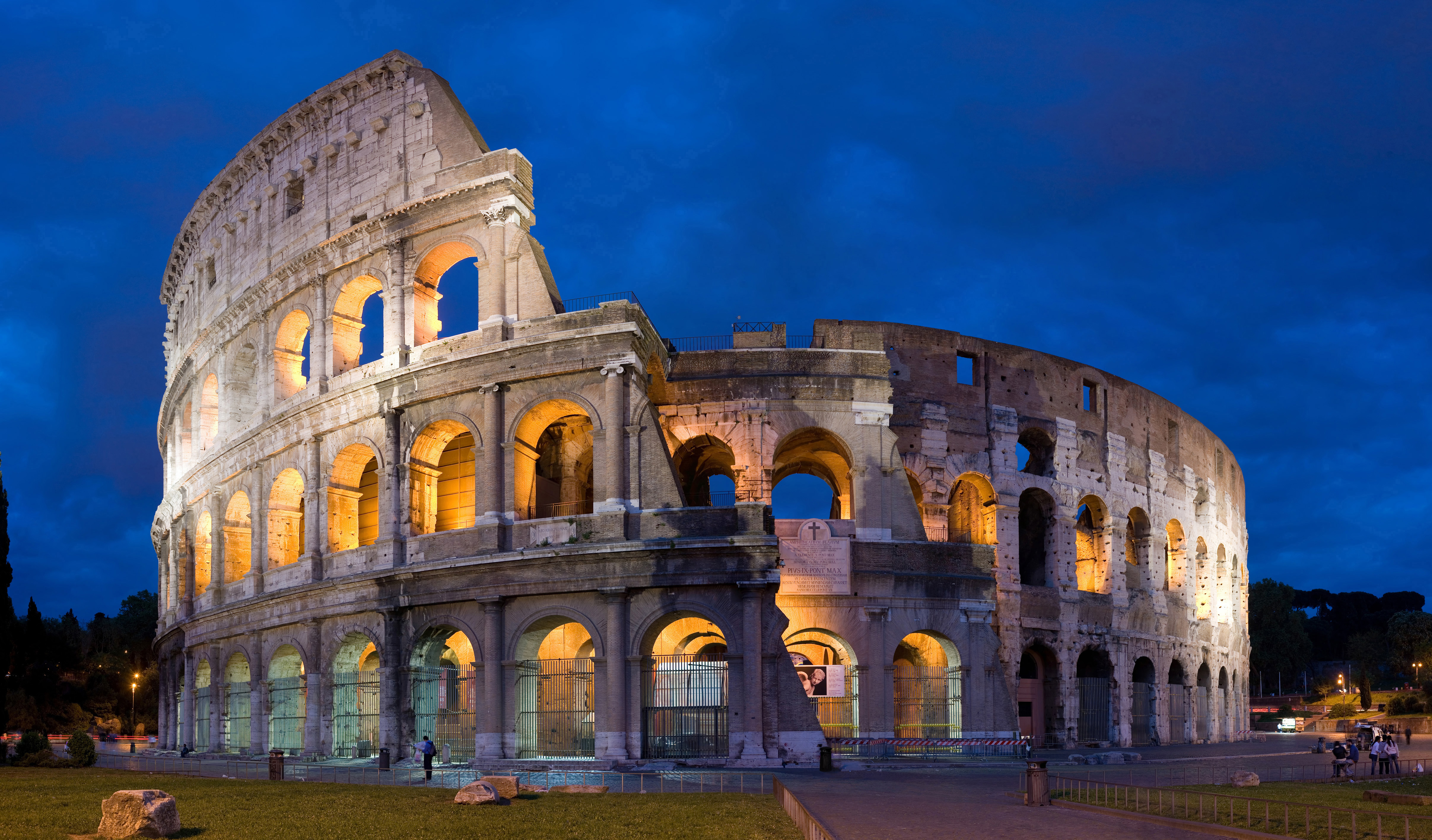 The Colosseum, 72-80 CE, Stone, The Roman Forum, Rome, Photo by Diliff via Wikimedia Commons, Creative Commons Attribution-Share Alike 2.5 Generic License.