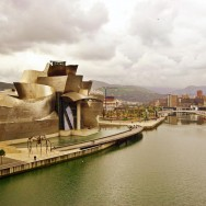 Frank Gehry, Guggenheim Museum, Bilbao, Spain, 1992-1997, Photo by huees Creative Commons Attribution 2.0 Generic license via Wikimedia Commons.