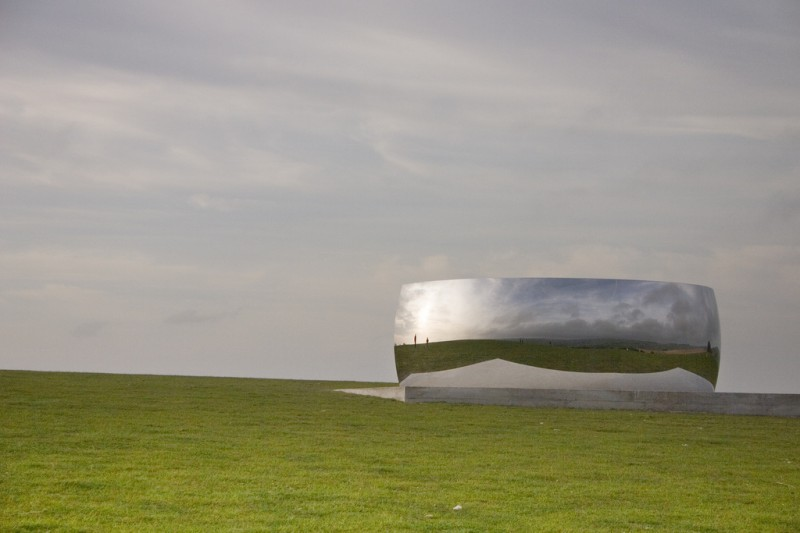Anish Kapoor, C Curve, 2007, Exhibited in Brighton in 2009, Photo by Dominic Alves via Flickr, Creative Commons Attribution 2.0 Generic License.