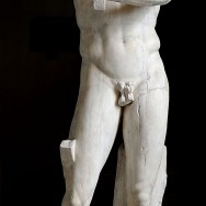 Roman copy of the Apoxyomenos by Lysippos, original c. 330 BCE, Museo Pio-Clementino, Vatican City, Rome, Photo by Marie-Lan Nguyen via Wikimedia Commons.